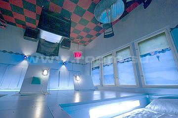 Отель Propeller Island City Lodge в Берлине